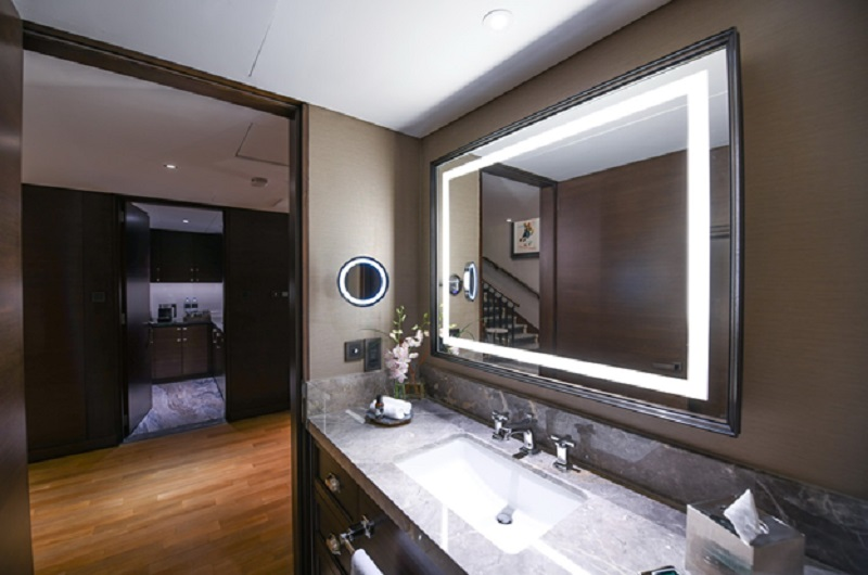 , Tips To Maximize Your Space: Glass and Mirrors